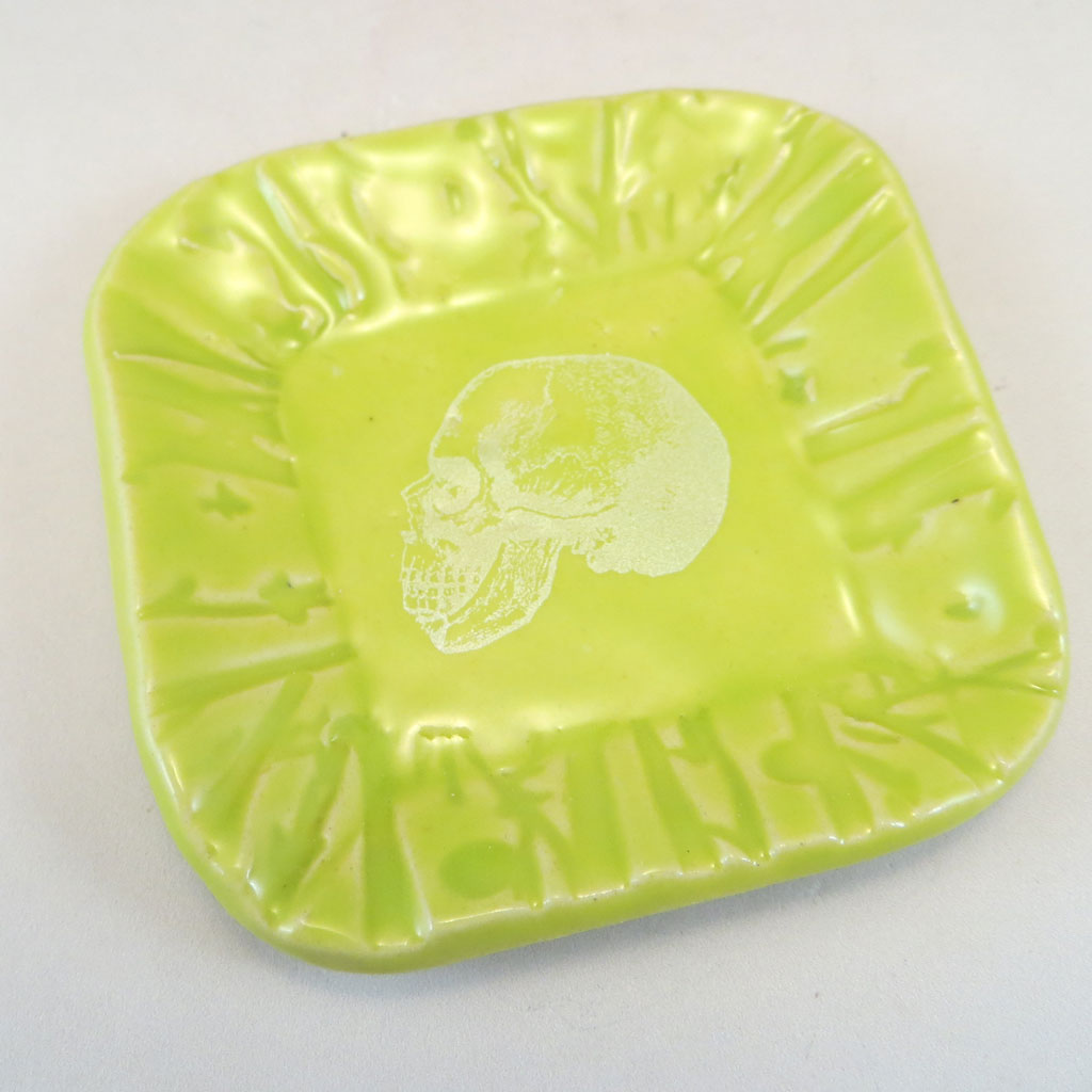 Chartreuse skull decal dish top angle