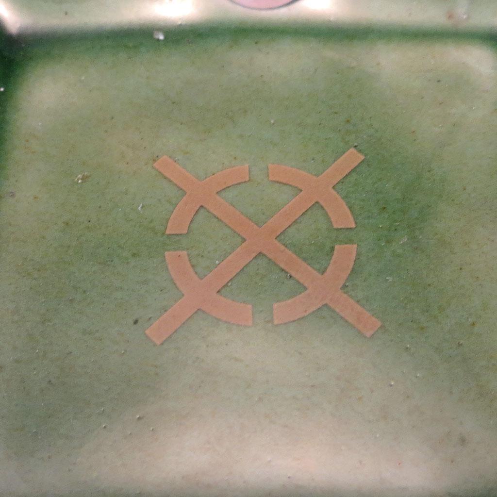 Oribe dish decal detail
